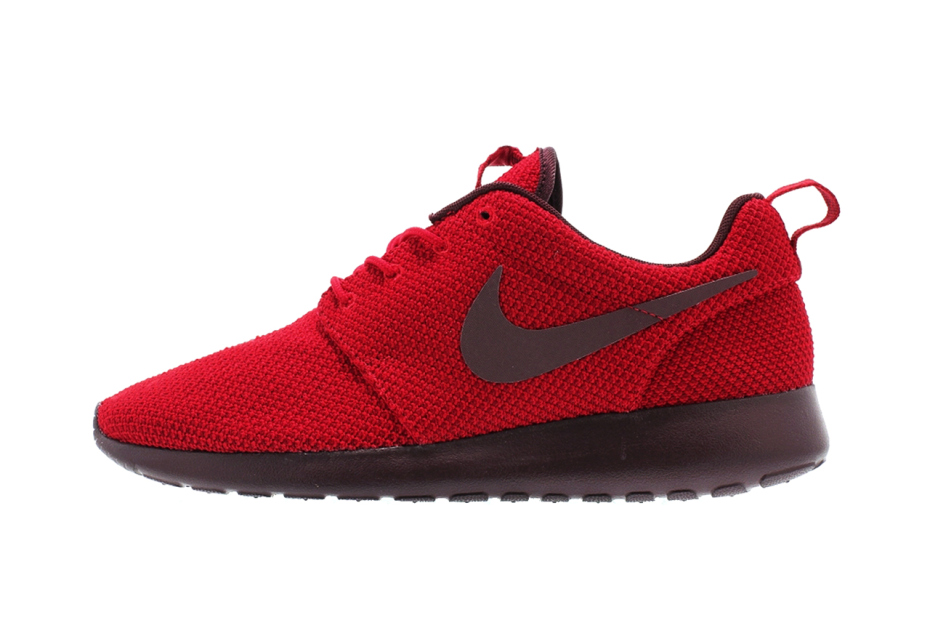 5e200e960ca3 nike-roshe-run-gym-red-deep-burgundy-1 (