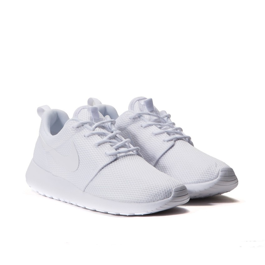 dc0d69dfbc0e The Nike Roshe One Triple White retails at €64.64 (approximately RM382) and available  via Allike.