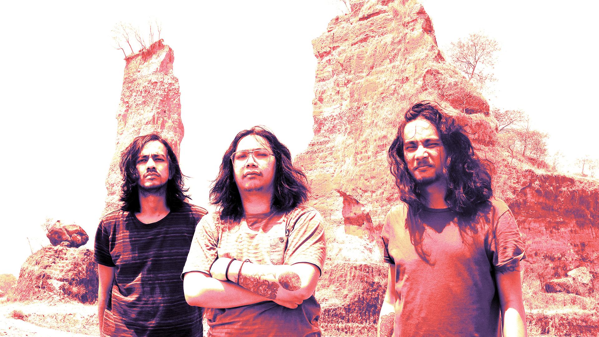 Indonesian Space Rock: Watch Psych Trio Kelompok Penerbang Roket